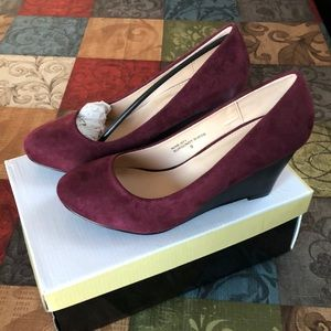 New in box Bella Marie wedges
